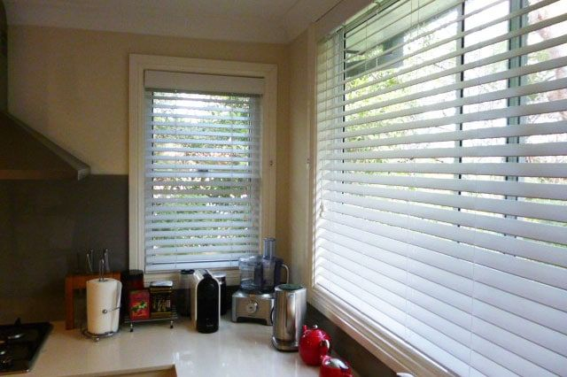 Window venetian blinds