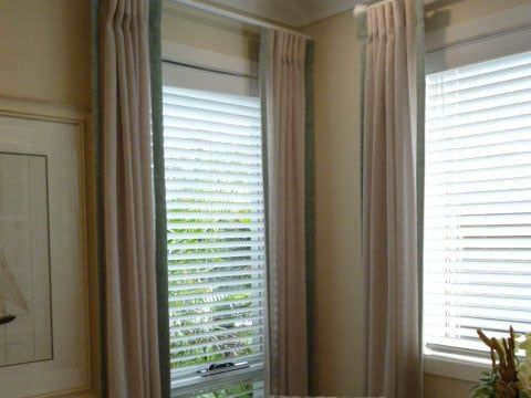 white horizontal blinds