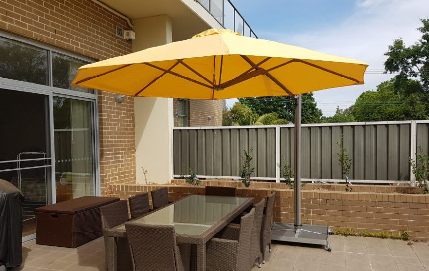 4 Cantilever Umbrellas You Simply Must Consider for Your Home
