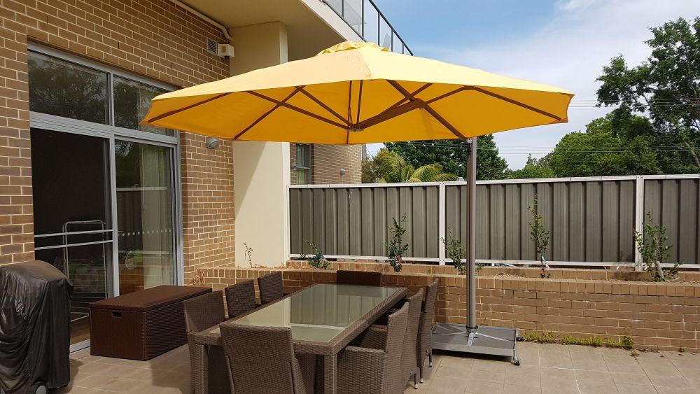 SU7 Rotating Cantilever Umbrella